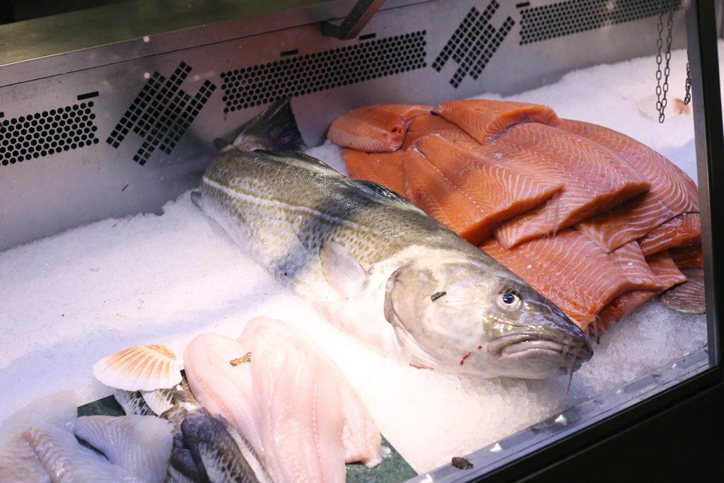 LifTe 北欧の暮らし エステルマルム市場 魚 サーモン