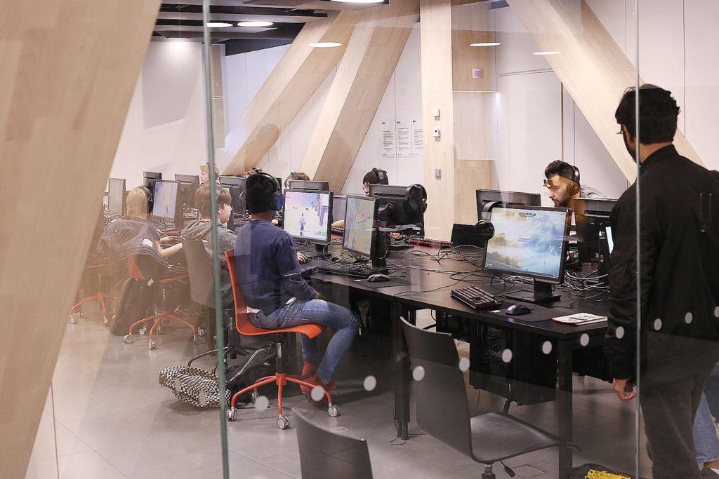 LifTe 北欧の暮らし ヘルシンキ フィンランド OODI 中央図書館 ゲームルーム Eスポーツ