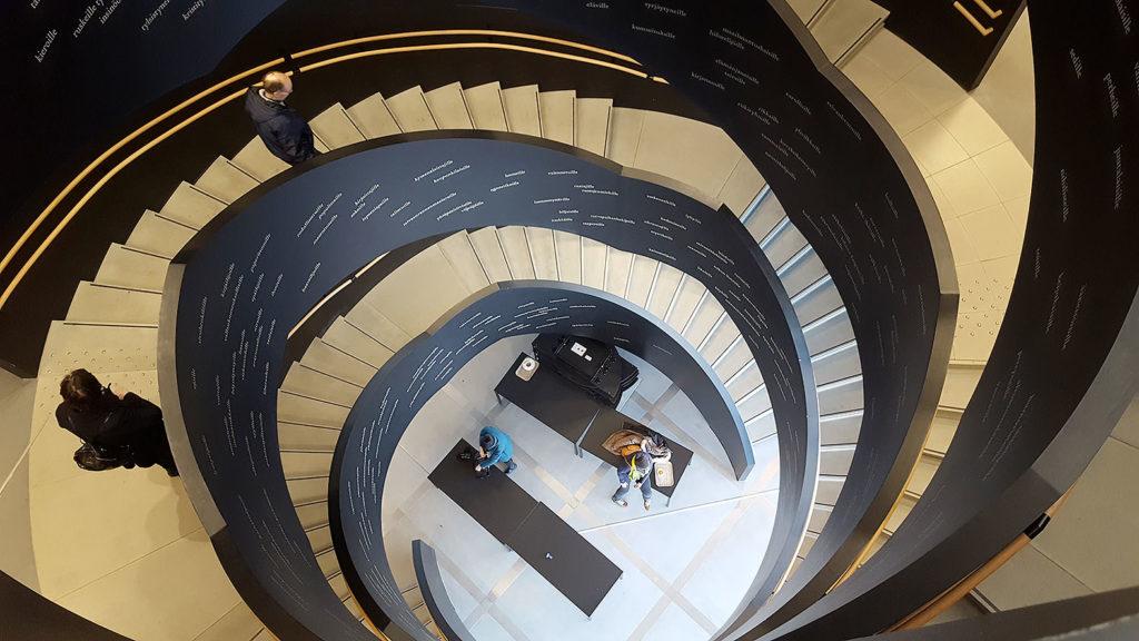 LifTe 北欧の暮らし ヘルシンキ フィンランド OODI 中央図書館 螺旋階段