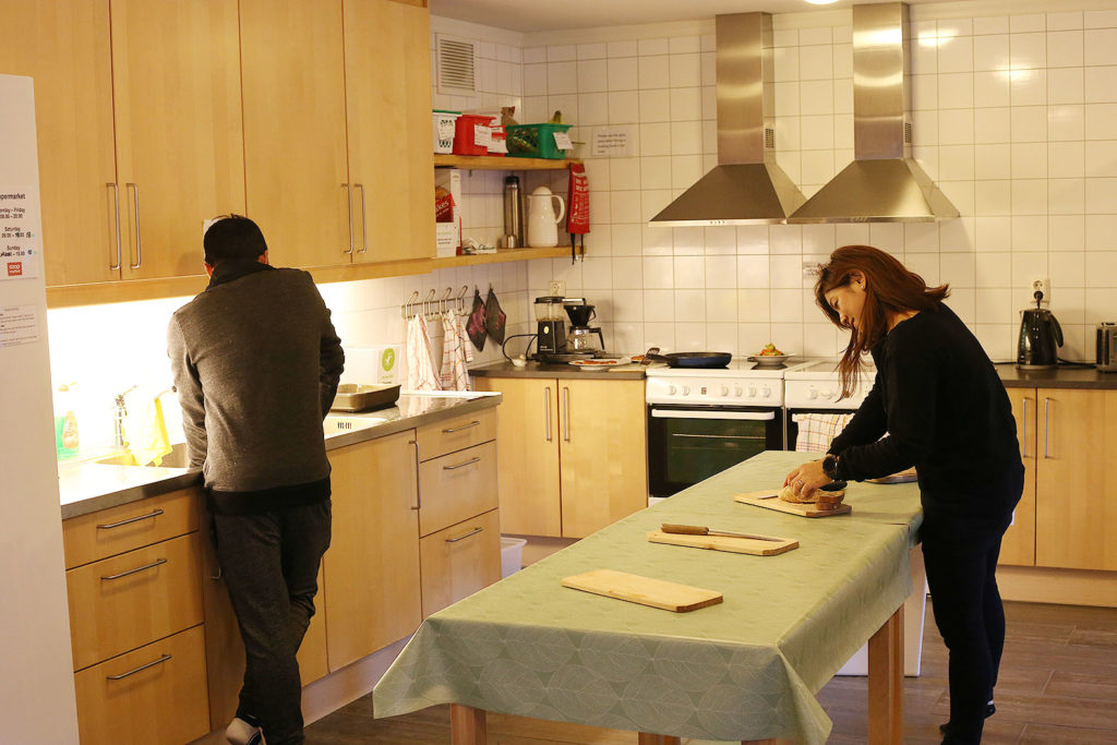 LifTe 北欧の暮らし ノルウェー フロム ユースホステル フィヨルド HI Flåm キッチン