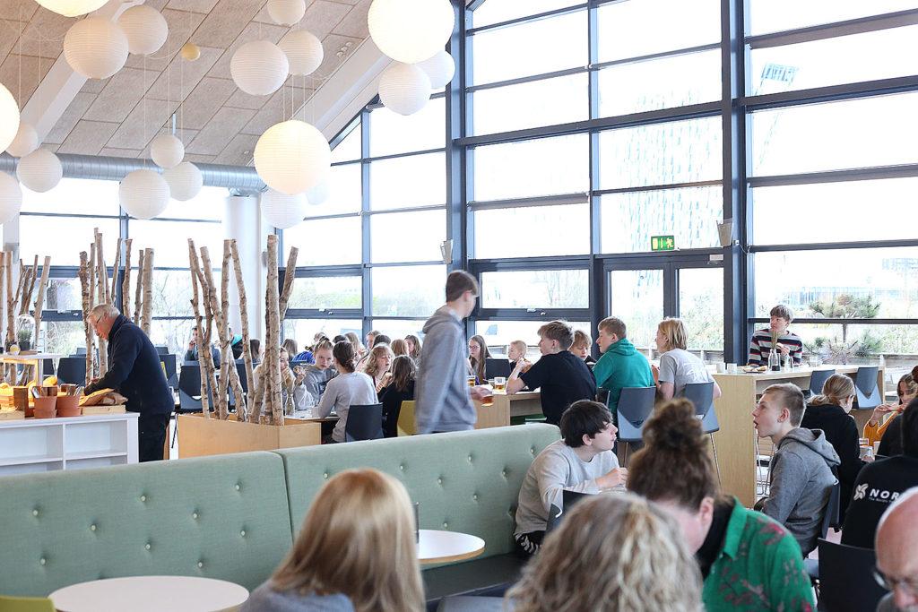 LifTe 北欧の暮らし ユースホステル コペンハーゲン ダンホステルコペンハーゲンアマー 朝食 ブッフェ Danhostel Copenhagen Amager