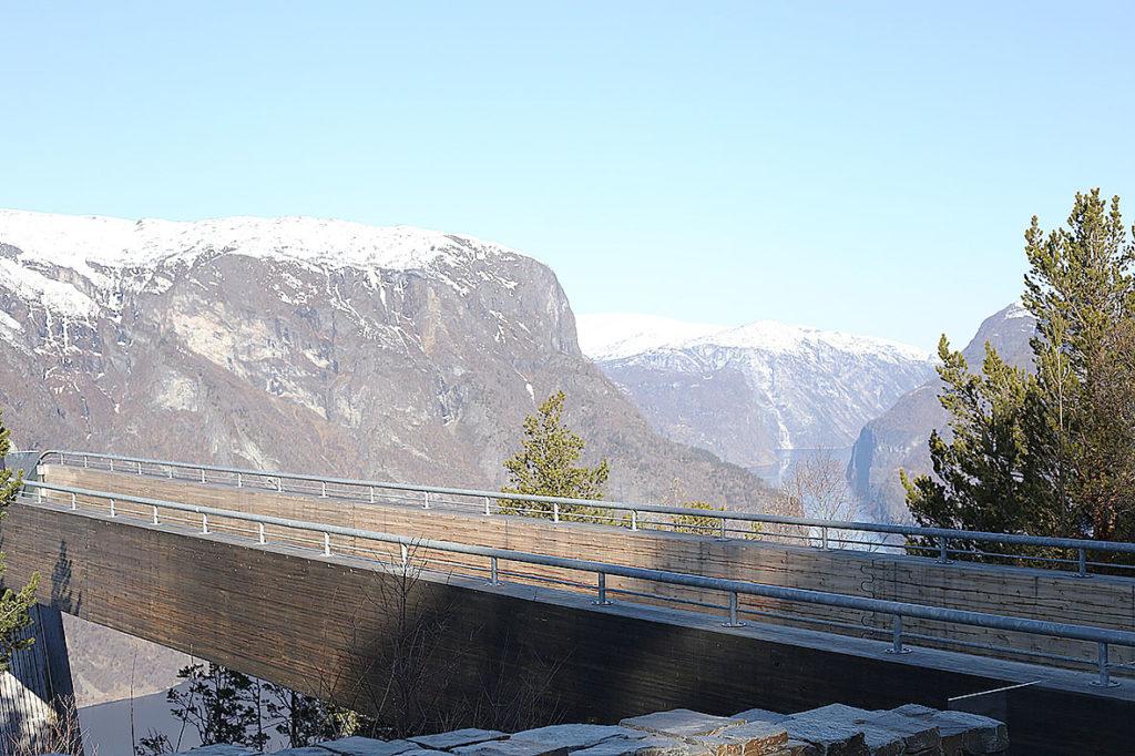 LifTe 北欧の暮らし ノルウェー フロム ユースホステル フィヨルド ステーガスタイン展望台