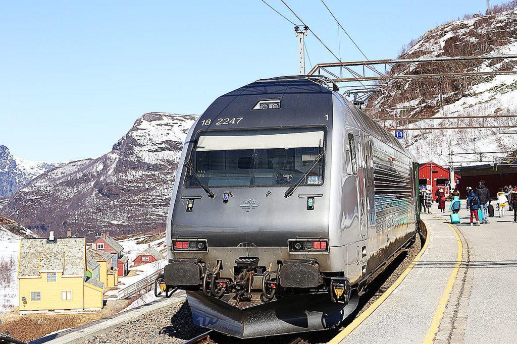 LifTe 北欧の暮らし ノルウェー フロム ユースホステル フィヨルド フロム鉄道