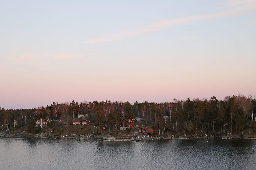 LifTe 北欧の暮らし ユーレイルパス フェリー ピンク色の空 夕焼け