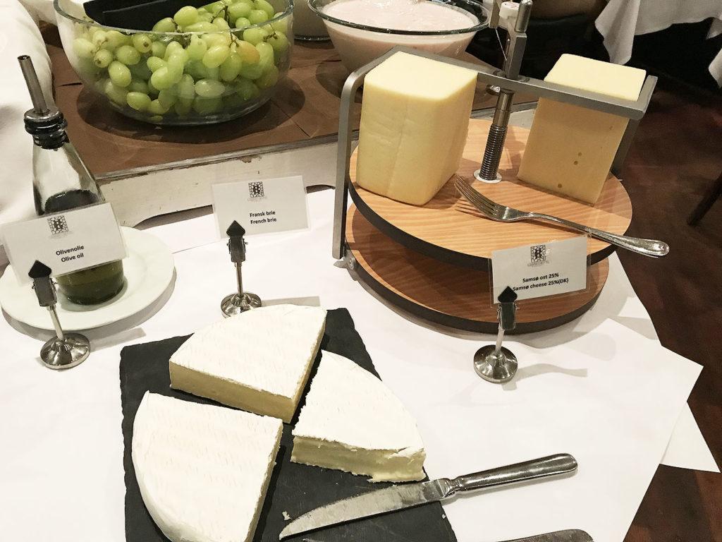 LifTe 北欧の暮らし 北欧旅日記 北欧現地レポート2日目 デンマーク コペンハーゲン グランドホテル 朝食 ブッフェ チーズ