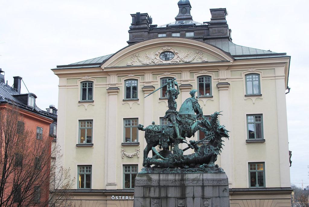 LifTe 北欧の暮らし スウェーデン ストックホルム ガムラスタン シェップマン広場 聖ジョージとドラゴン像
