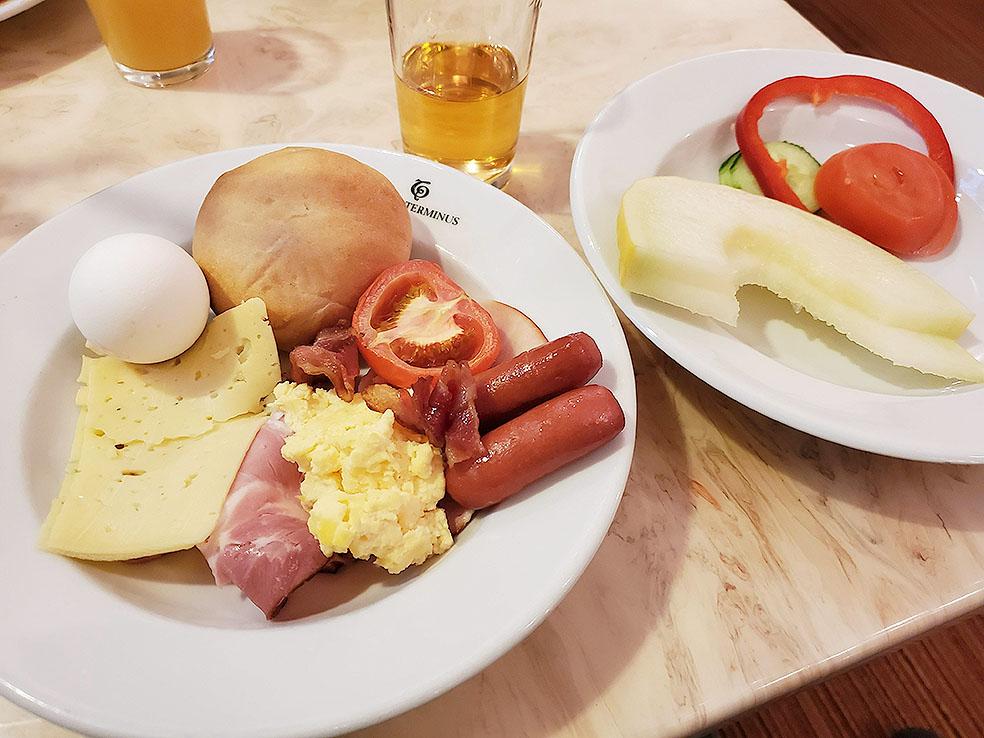 LifTe 北欧の暮らし ストックホルム ホテルテルミナス HOTEL TERMINUS 朝食 ブッフェ