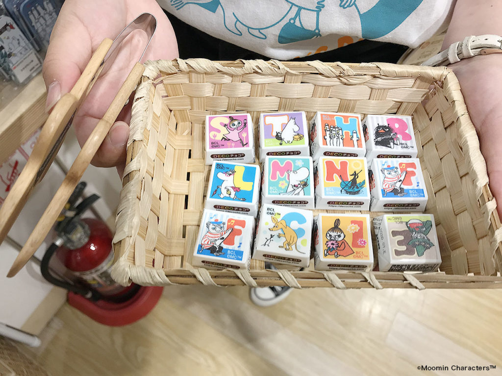 LifTe 北欧の暮らし ムーミンショップ東京駅店 スナフキンフェア ムーミン生誕75周年 チロルチョコ