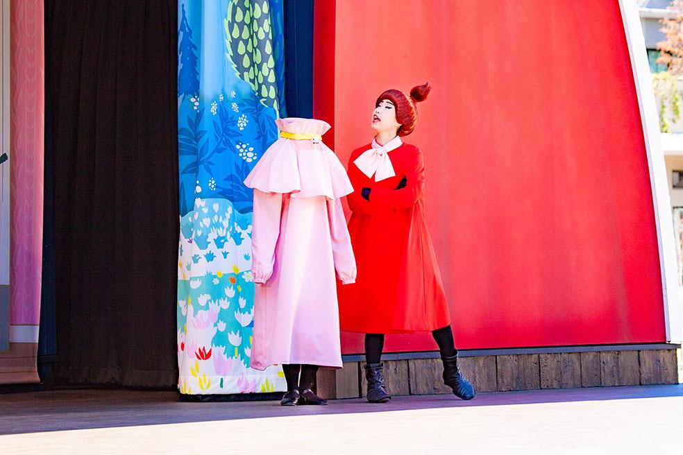 """LifTe 北欧の暮らし ムーミンバレーパーク 飯能市 エンマ劇場 ニンニ リトルミイ 勇気を知った少女 ~ムーミン谷の仲間たちより~ エンマの劇場ショー""""勇気を知った少女"""" フィナーレ フィンランド"""