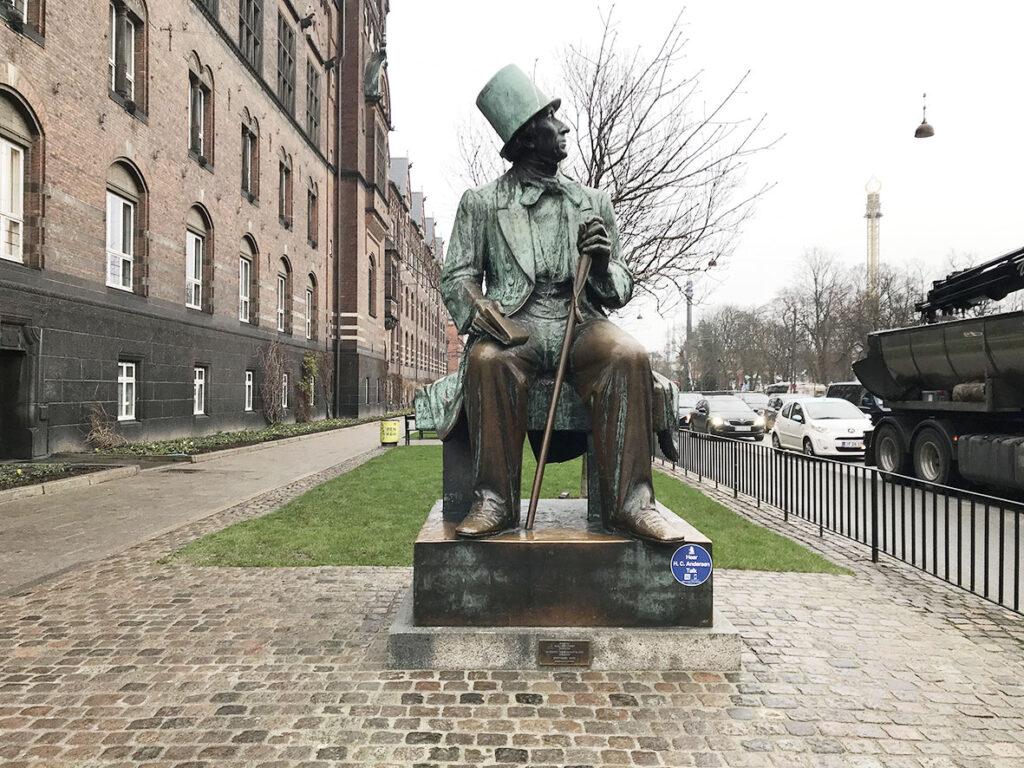 LifTe 北欧の暮らし デンマーク コペンハーゲン 市庁舎 チボリ公園 アンデルセン銅像